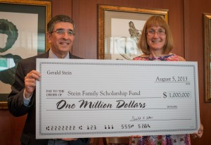 Philip Rovner and Shelby Tudor from the Tidewater Jewish Foundation graciously accept the Steins' donation.
