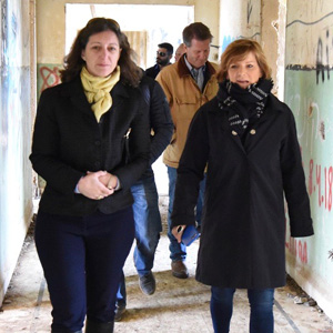 Elaine Luria tours a former Syrian Army headquarters near the border.